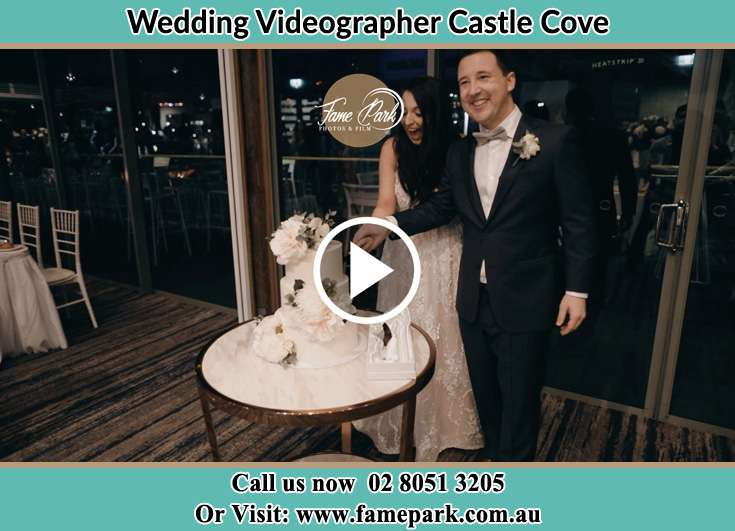 Bride and Groom cutting their wedding cake Castle Cove NSW 2069
